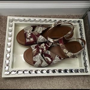 Naturalizer palm print sandals